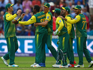 South Africa's Andile Phehlukwayo (2nd L) celebrates with teammates after sealing victory with the final ball of the second international Twenty20 cricket match between England and South Africa at The Cooper Associates County Ground in Taunton, south-west England, on June 23, 2017. South Africa won the game by 3 runs. / AFP PHOTO / Geoff CADDICK / RESTRICTED TO EDITORIAL USE. NO ASSOCIATION WITH DIRECT COMPETITOR OF SPONSOR, PARTNER, OR SUPPLIER OF THE ECB