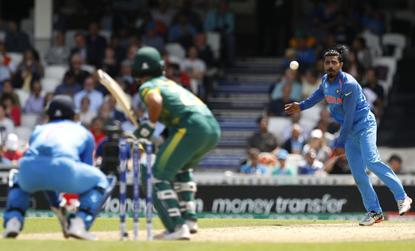 Britain Cricket - India v South Africa - 2017 ICC Champions Trophy Group B - The Oval - June 11, 2017 India's Ravindra Jadeja bowls to South Africa's Francois Duminy Action Images via Reuters / John Sibley Livepic EDITORIAL USE ONLY. - RTS16K4G