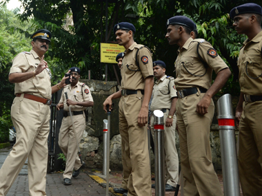Mumbai Police gives birthday surprise to complainant in bid to revamp image