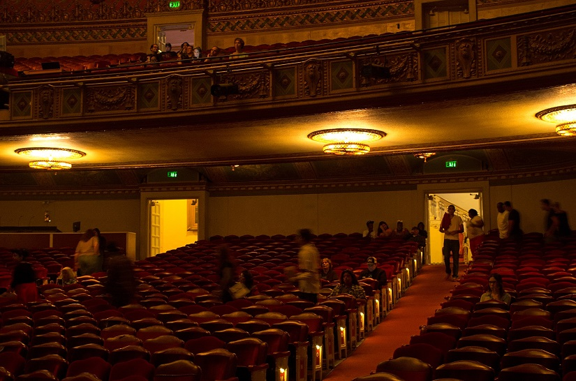 Warnors_Theatre_-_A_good_crowd_to_see_a_classic_movie_with_pipe_organ_concert_starts_filling_seats_-_2014-10-16 - Copy (2)