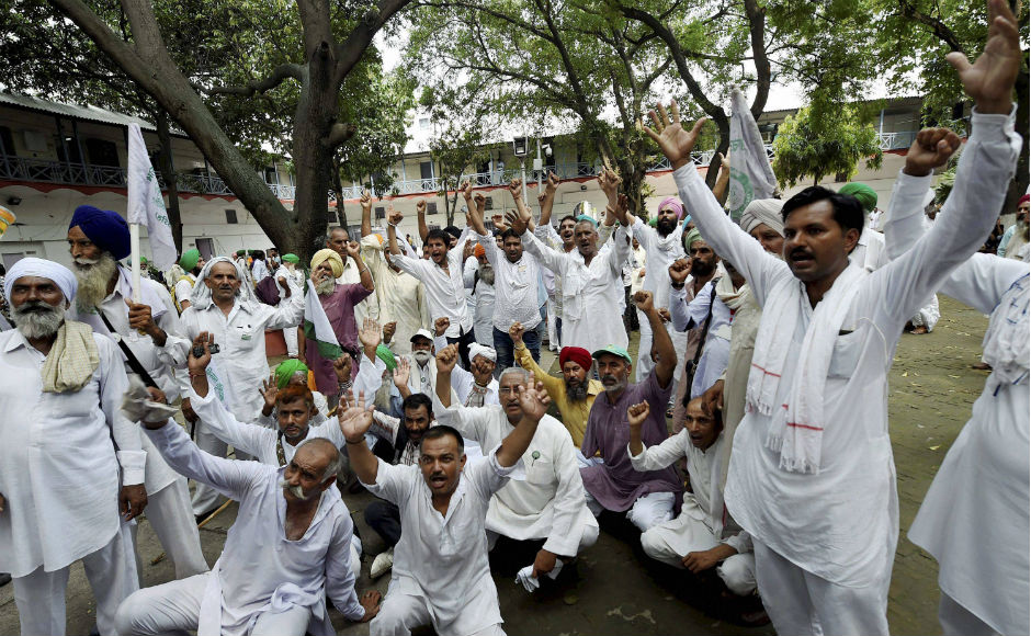 Farmers protest against NITI Aayog, seek implementation of Swaminathan committee report; demand loan waiver