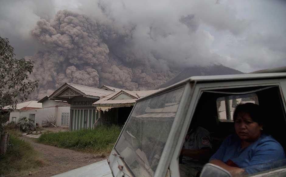 Indonesia volcano: Mount Sinabung erupts ash 4.2 kilometres up; 10 villages directly affected