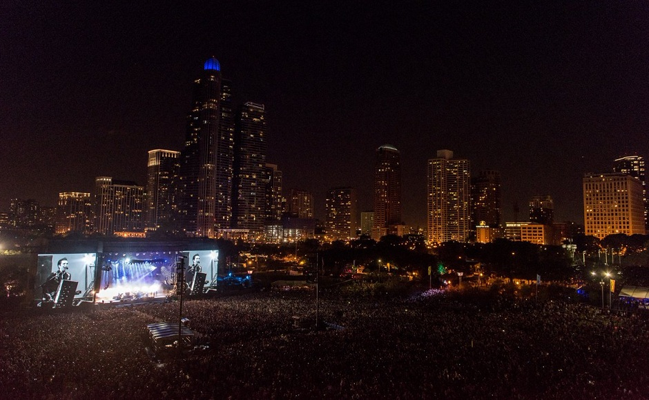 Lollapalooza Day 2: Blink 182 performs to a packed audience in Chicago