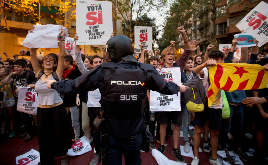 Barcelona erupts in protest ahead of referendum for independence of Catalonia