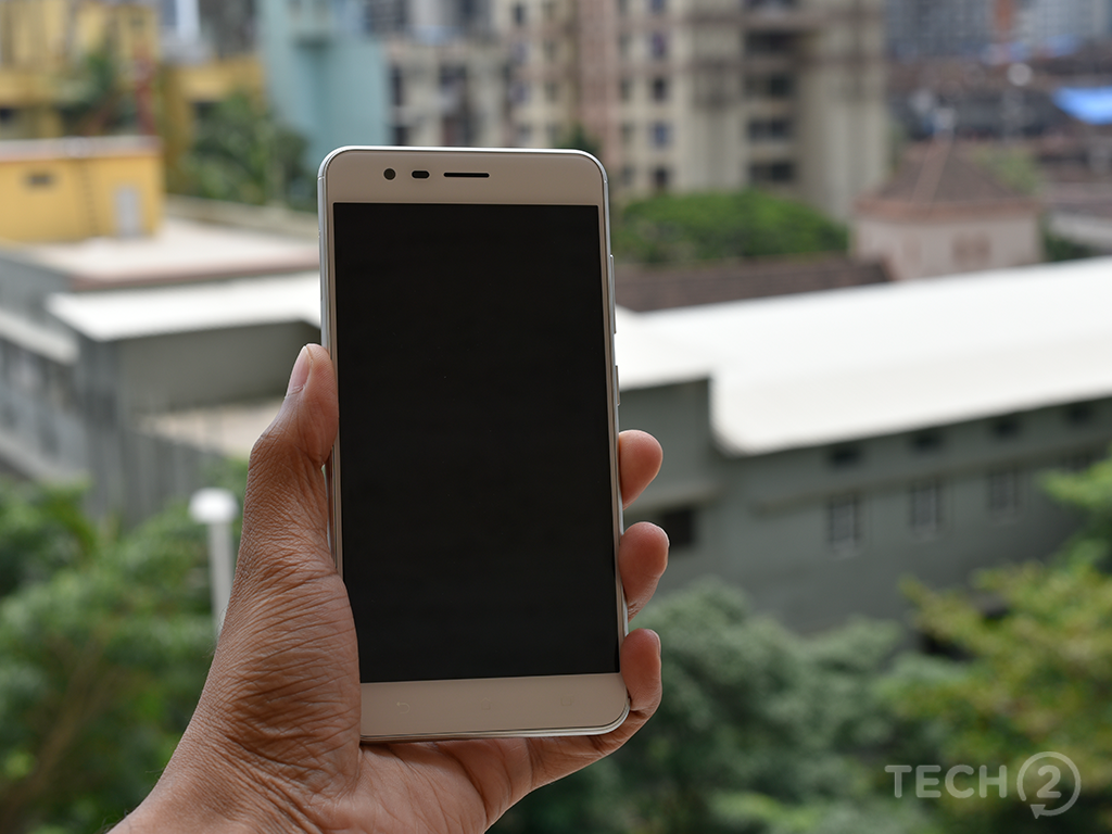 From the front, the ZenFone Zoom S looks like any other Chinese smartphone