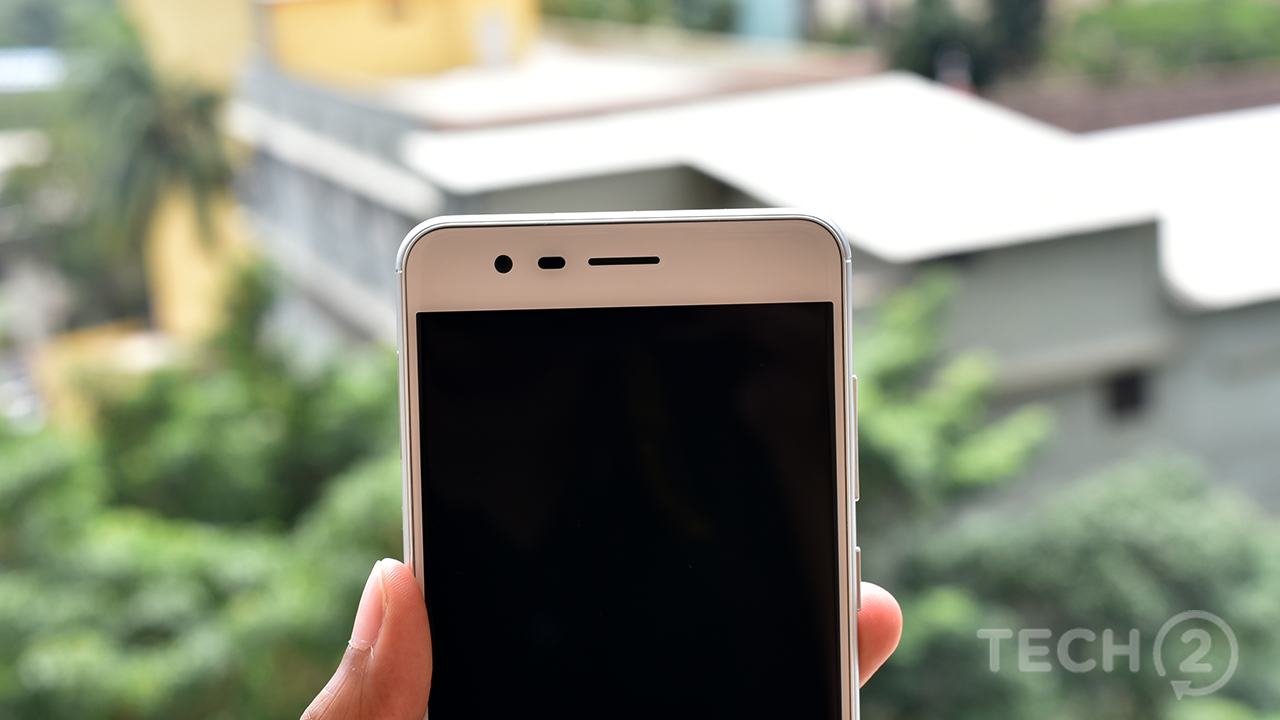 The screen is protected with Gorilla Glass 5