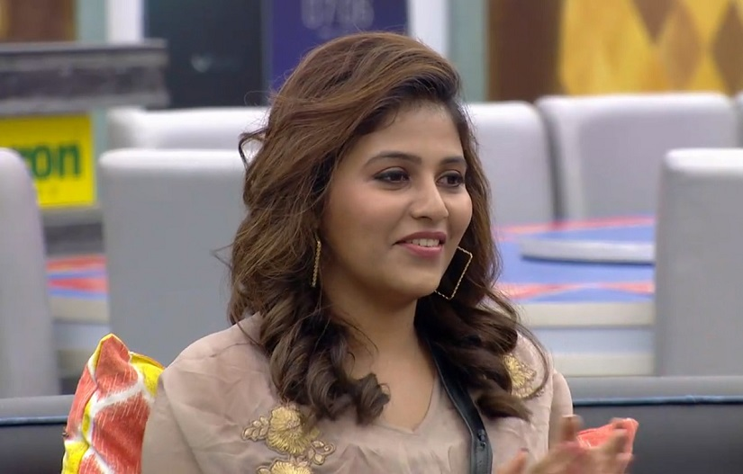 Actress Anjali pays surprise visit to the BiggBoss Tamil house. Hotstar screengrab