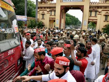 BHU protest No difference in uniform of University guard and UP police SSP tells admin to change or face action