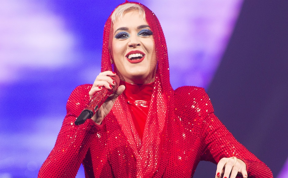 Katy Perry kicks off Witness: The Tour in Montreal by recreating outer space on stage