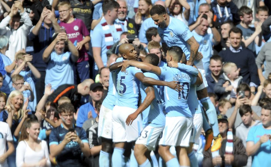 Manchester City crush Liverpool, Stoke City hold Manchester United, Chelsea beat Leicester in Premier League