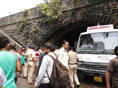 Elphinstone Road stampede Visuals show ornaments stolen from victims body Mumbai Police launches probe