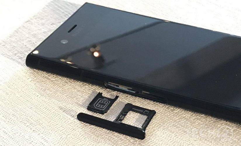 Here's a closer look at the SIM card tray