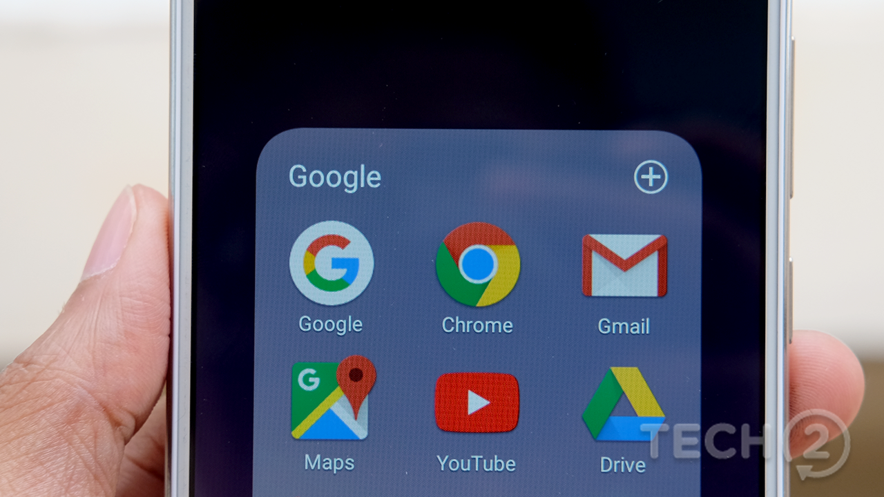 The V7 Plus' display resolution is too low for its size. Pixels are visible to the naked eye
