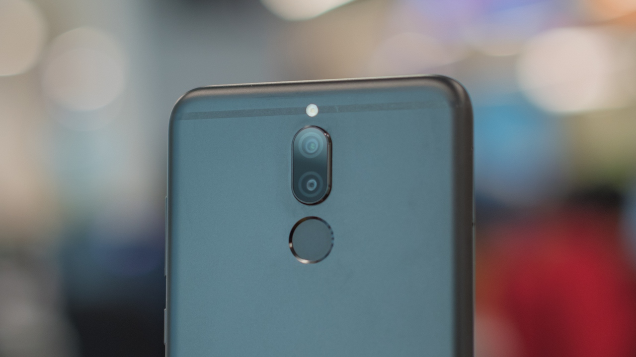The Honor 9i features dual cameras not just at the back but on the front as well.