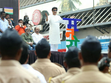 MNS workers evict illegal hawkers outside Thane, Kalyan stations as 15-day deadline to authorities ends