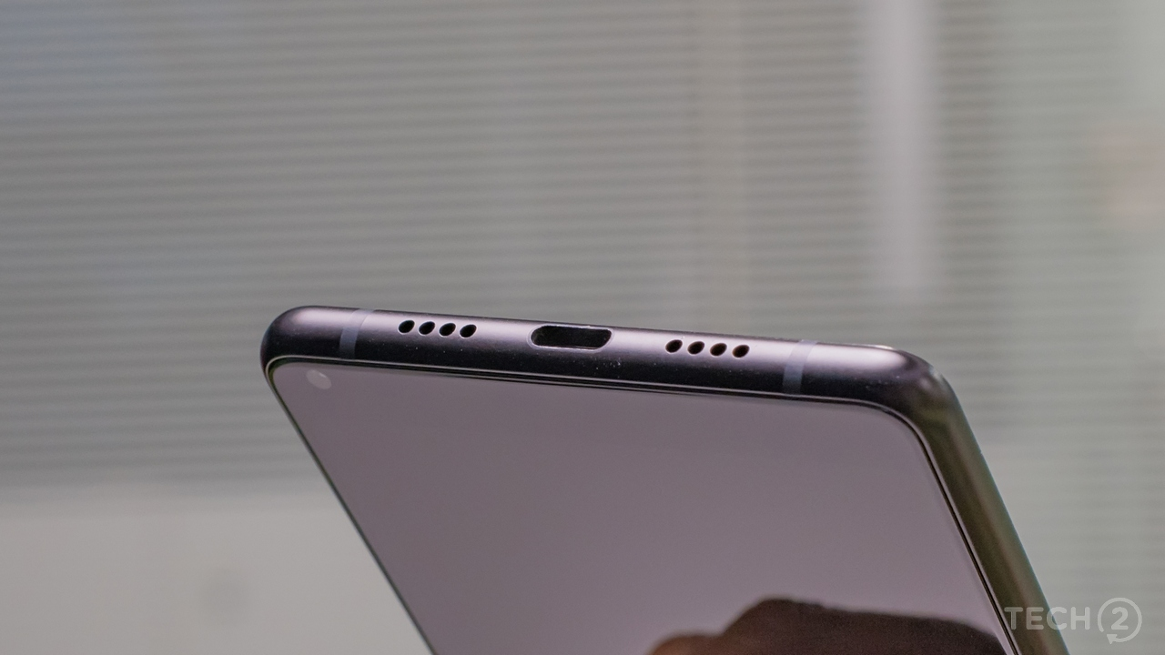 The bottom speaker (under the right grille) is clear, but could be louder. Image: tech2/Rehan Hooda