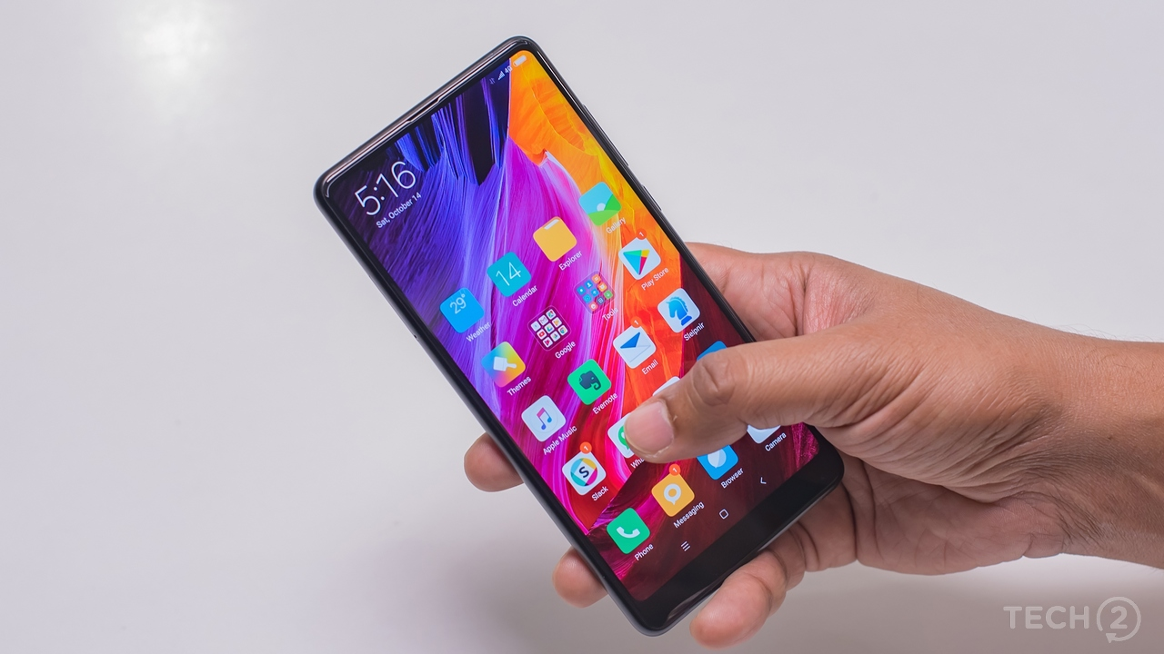 That edge-to-edge display is stunning! Image: tech2/Rehan Hooda