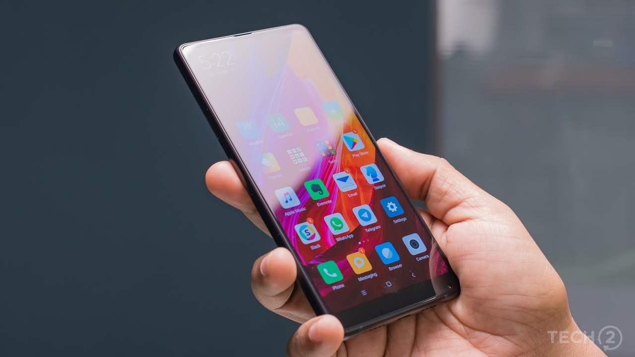The receiver speaker and and ambient light sensor are well-concealed. Image: tech2/Rehan Hooda