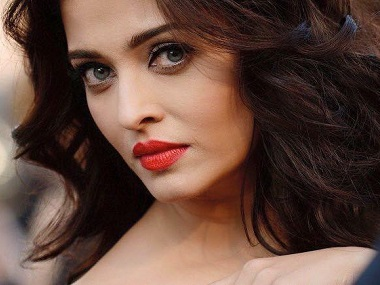 Aishwarya Rai Bachchan gets hounded by paparazzi at charity event in honour of her late father