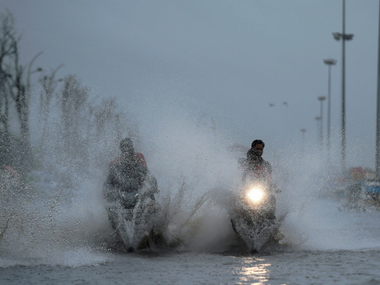 Rains lash Chennai, IMD warns of heavy showers until Wednesday; schools to remain closed today