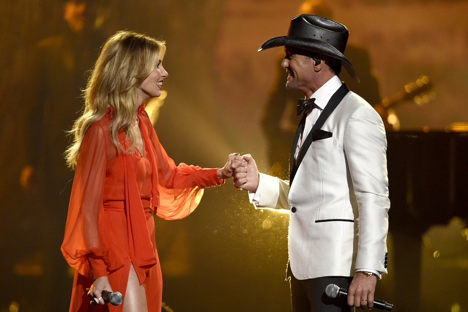 CMA Awards 2017: Singers pay tribute to victims of Las Vegas shooting