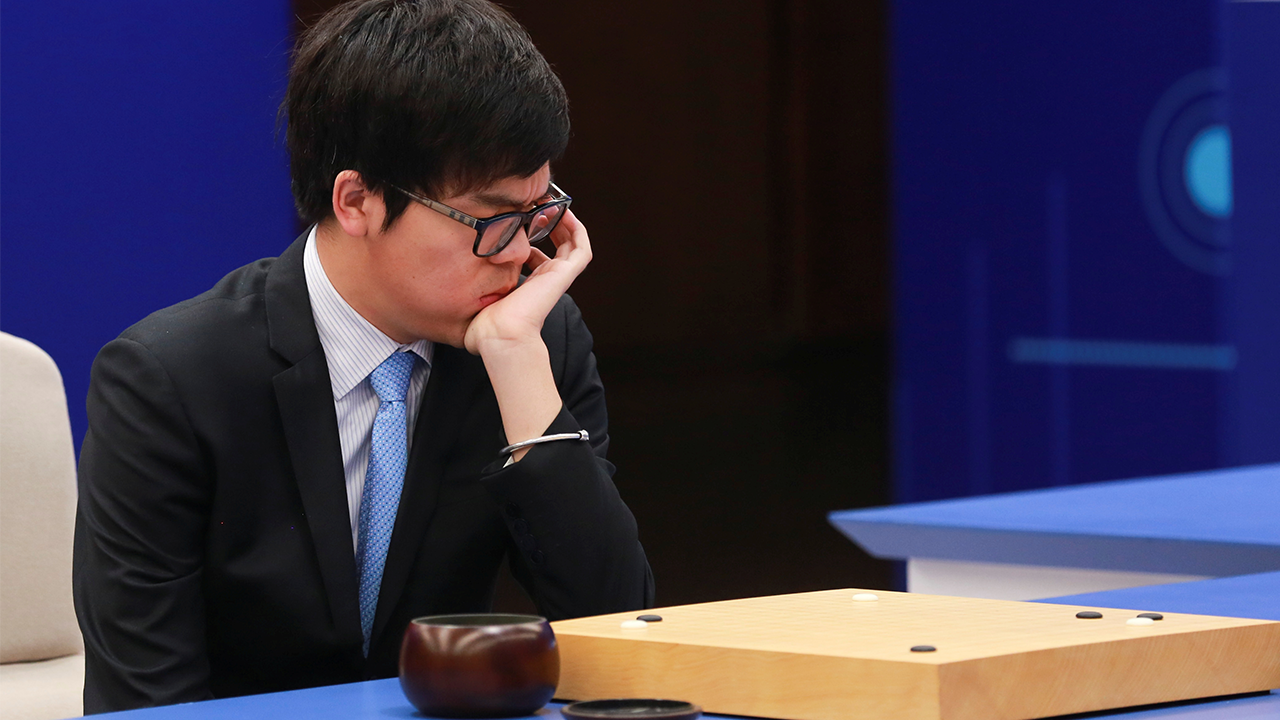 Chinese Go player Ke Jie attempts to defeat Google's AlphaGo. Image: Reuters