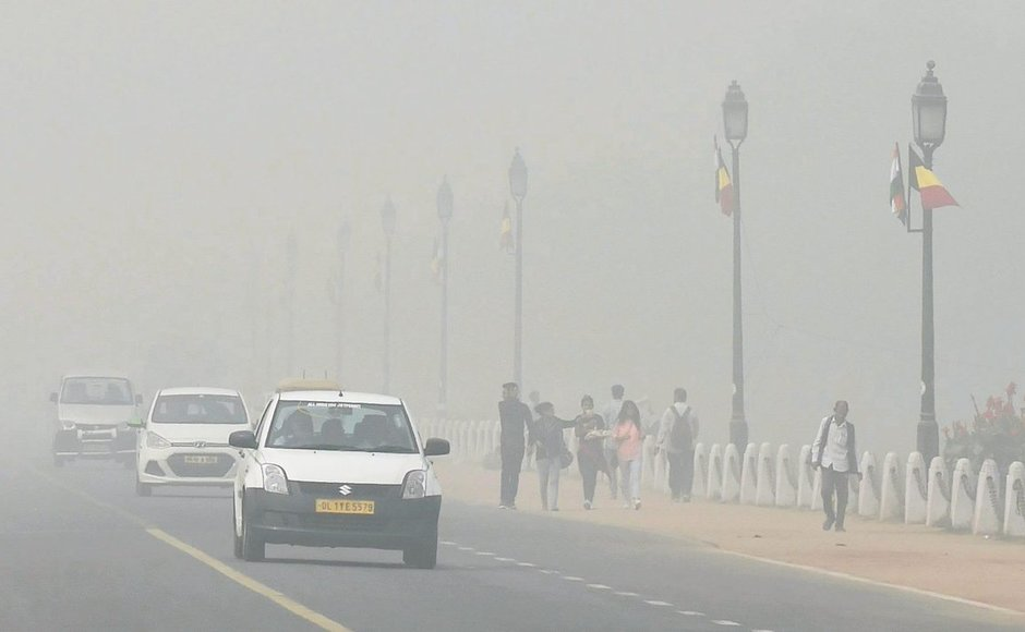 As smog cover in Delhi continues to reduce visibility, govt announces schools to be shut till Sunday