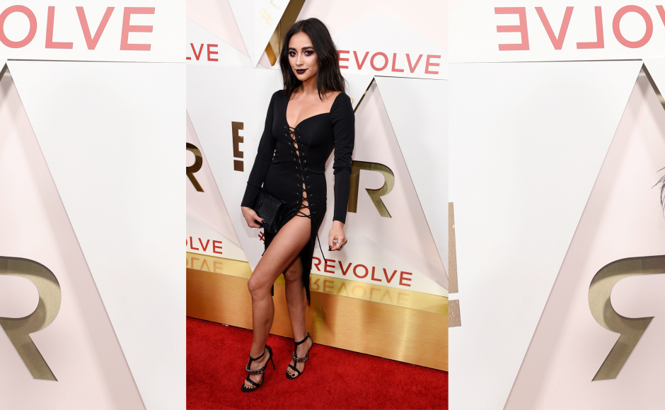 Amongst the honoree's was Pretty Little Liars' Shay Mitchell who set the red carpet on fire in this risque thigh-high slit dress. Image from Getty Images.