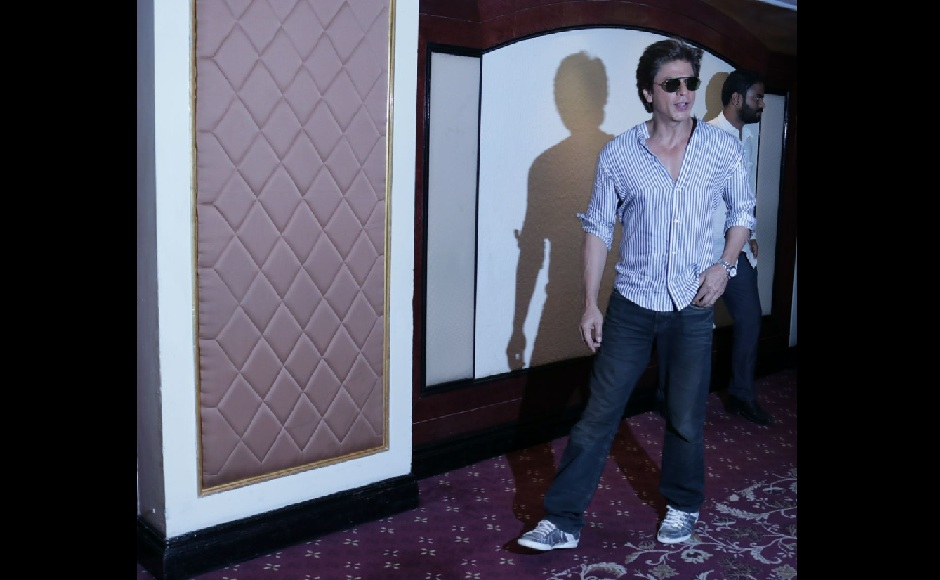 Shah Rukh Khan celebrates his 52nd birthday with press; cuts cake, poses for pictures
