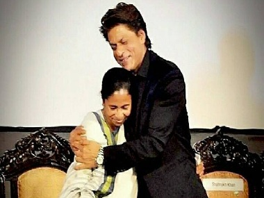 Shah Rukh Khan takes a backseat, rides to airport in Mamata Banerjee's Santro
