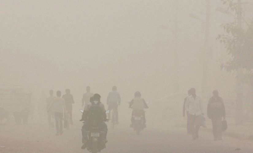 Delhi pollution update Air quality remains toxic as Kejriwal meets Khattar decision on oddeven today
