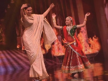 Deepika Padukone and her little fan do the Ghoomar dance: Social Media Stalkers' Guide