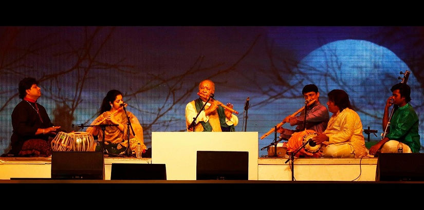 Pt Hariprasad Chaurasiya at Bangladesh music festival in 2016. Image via Facebook