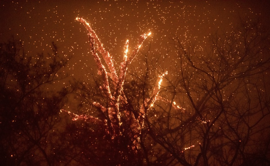 California wildfires: Firefighters gain ground as blaze sweeps across southern part of state