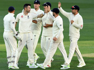 Ashes 2017: Late Australian wickets give England hope, but visitors likely to suffer defeat in second Test