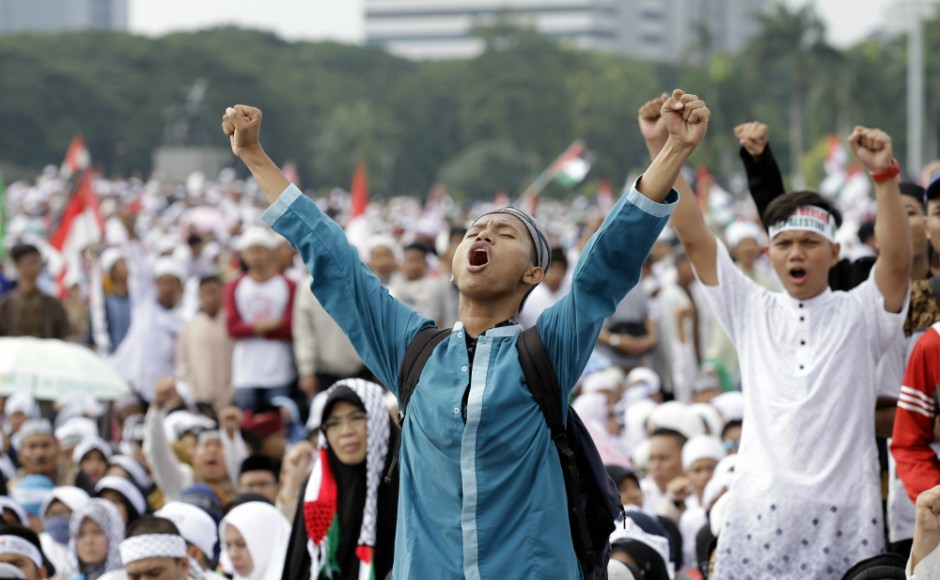 Thousands protest in Indonesia against Donald Trump's decision to recognise Jerusalem as Israel's capital