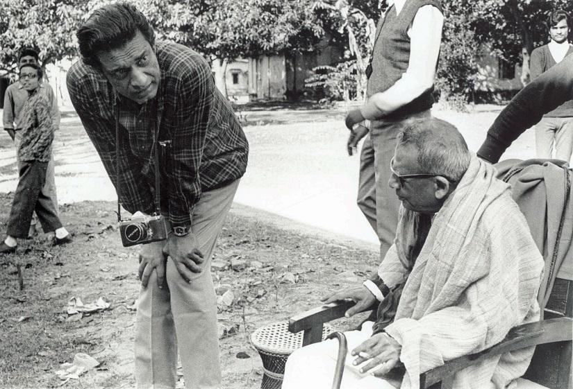 Nemai Ghosh's photo of Satyajit Ray and Benode Behari Mukherjee on the sets of The Inner Eye