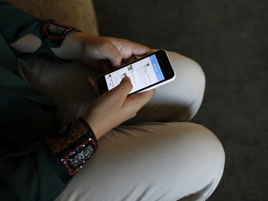 Teenagers spending more time on thier smartphones are at a risk of developing suicidal tendecies: Study