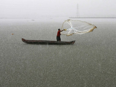 IMD predicts heavy rain in Gangetic West Bengal till Sunday; fishermen advised not to venture into sea