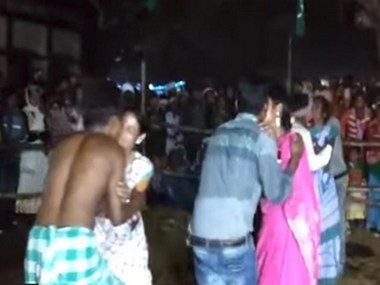 Jharkhan MLA lands in trouble for organising 'kissing competition', JMM chief Shibu Soren hands out notice