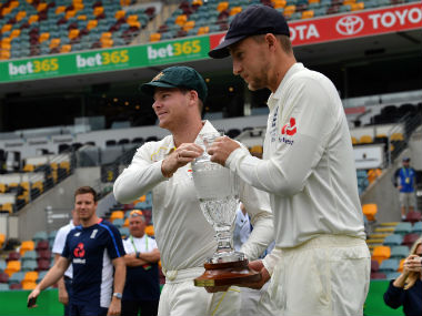 Australian captain Steve Smith (L) and his England counterpart Joe Root with the Ashes trophy. AFP