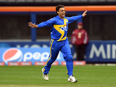 Sachin's Blasters bowler Shoaib Akhtar celebrates dismissing Warne's Warriors batsman Matthew Hayden during the first of a three-match T20 series between at the Citi Field in New York on November 7, 2015. Indian Sachin Tendulkar and Australian Shane Warne captain two All-Star sides in a three-match Twenty20 series in the US in a bid to spark interest in a sport alien to most Americans. AFP PHOTO/JEWEL SAMAD / AFP PHOTO / JEWEL SAMAD