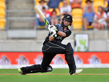 New Zealand's Colin Munro bats during the first Twenty20 international cricket match between New Zealand and Pakistan at Westpac Stadium in Wellington on January 22, 2018. / AFP PHOTO / Marty MELVILLE