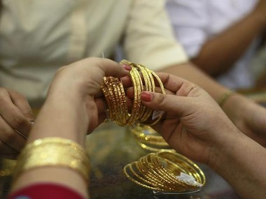 Gold loses sheen falls Rs 150 to Rs 32720 per 10 gram on lacklustre demand from local jewellers