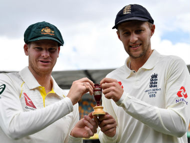 Australian captain Steve Smith (L) and his England counterpart Joe Root with the Ashes urn. AFP