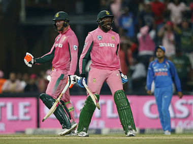 South African batsman Heinrich Klaasen (L) and South African batsman Andile Pehlukwayo (R) celebrate after winning the fourth One Day International cricket match between South Africa and India at Wanderers cricket ground on February 10, 2018 in Johannesburg, South Africa. / AFP PHOTO / GIANLUIGI GUERCIA
