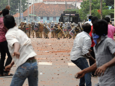 KSU DYFI activists clash over CPM flag posts in Kerala both groups call for hartal today