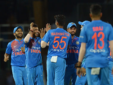 Indian cricketer Washington Sundar (C) celebrates with his teammates after he dismissed Bangladesh cricketer Tamim Iqbal during the fifth Twenty20 (T20) international cricket match between India and Bangladesh of the tri-nation Nidahas Trophy at the R. Premadasa stadium in Colombo on March 14, 2018. / AFP PHOTO / LAKRUWAN WANNIARACHCHI