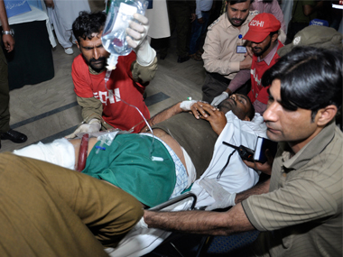 Suicide bomber blows himself up near Nawaz Sharifs residence in Lahore 9 killed 25 injured