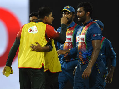 Bangladesh's Nurul Hasan (2L) argues with Sri Lanka's Thisara Perera (R) during the 6th T20I of the Nidahas Trophy in Colombo. AFP